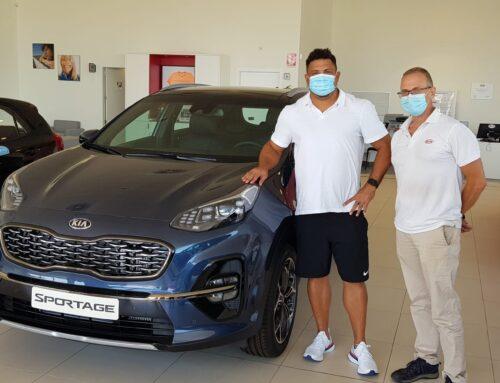 Kia Tracxioncars hace entrega de un Kia Sportage a Ronaldo